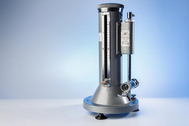 Рабочий эталон 2-го разряда - микроманометр жидкостный компенсационный с микрометрическим винтом МКВ-250